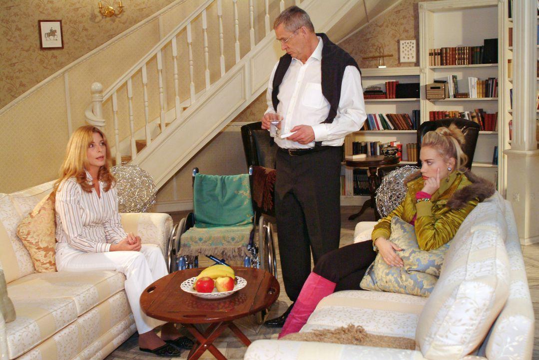 Kim (Lara-Isabelle Rentinck, r.) steht zwischen den Stühlen, als Laura (Olivia Pascal, l.) ihr und Friedrich (Wilhelm Manske, M.) eröffnet, dass sie... - Bildquelle: Monika Schürle Sat.1