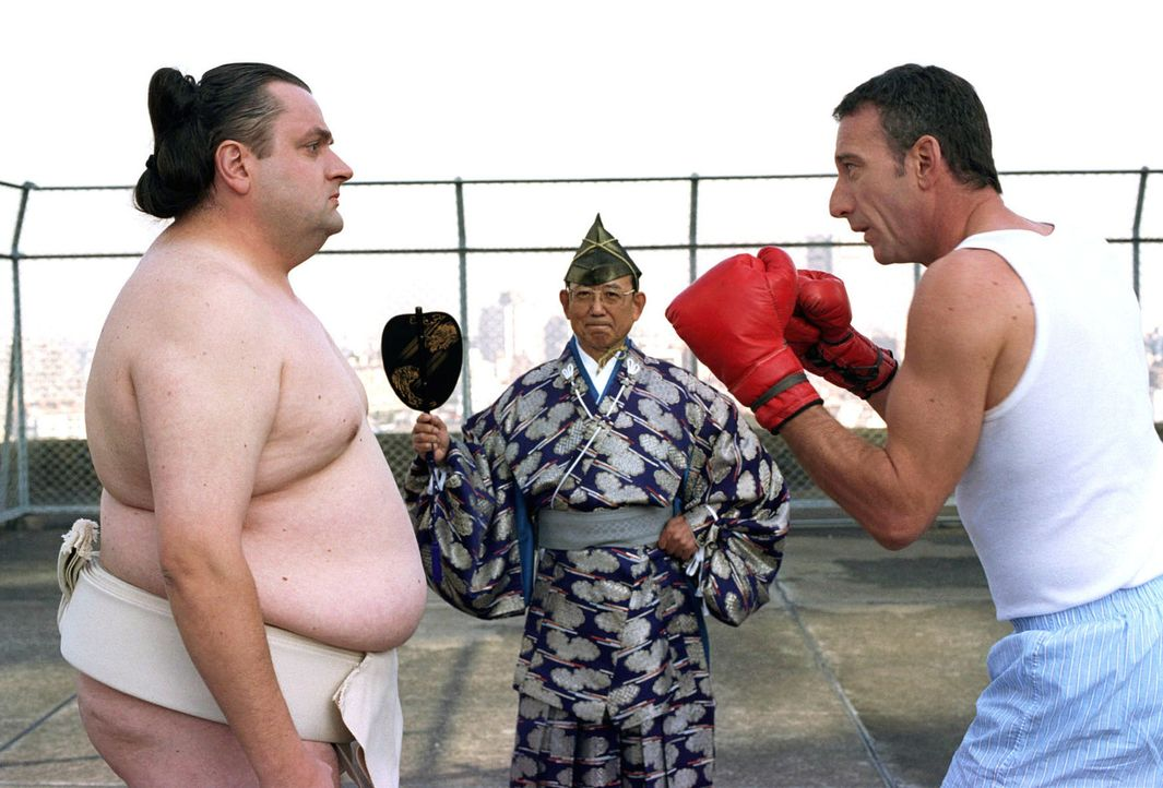 Um ihren jahrelangen Streit einmal richtig auszukämpfen, treffen sich Uli (Christoph Hagen Dittmann, l.) und Paul (Heio von Stetten, r.) auf dem Dac... - Bildquelle: Marco Nagel Sat.1