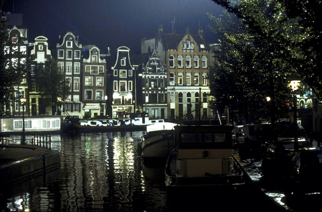 Amsterdam, die Hauptstadt der Niederlande, ist Ziel vieler tausend Touristen aus aller Welt. Eines Tages reist auch Britt nach Amsterdam ... - Bildquelle: Christel Becker-Rau ProSieben