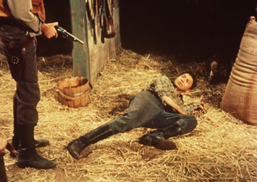 Der junge Chinese Jimmy Chang (Peter Chong, r.) wird von einem Rassisten gedemütigt ... - Bildquelle: Paramount Pictures
