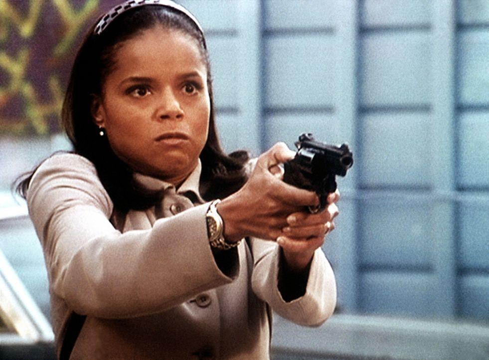 Die unerschrockene Amanda (Victoria Rowell) hält einen gefährlichen Gangster in Schach. - Bildquelle: Viacom