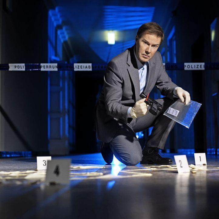 Spektakuläre Verbrechen aus Deutschland: Ulrich Meyer ist dabei, wenn Ermittler, Kriminaltechniker, Rechtsmediziner und IT-Experten mit modernsten M... - Bildquelle: Arne Weychardt SAT.1