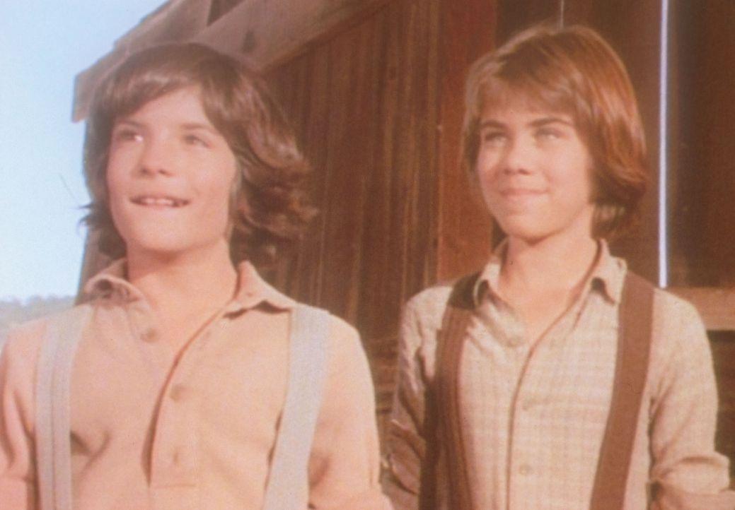 Andrew (Patrick Laborteaux, l.) und Albert (Matthew Laborteaux, r.) freuen sich über ihren ersten Lohn. - Bildquelle: Worldvision
