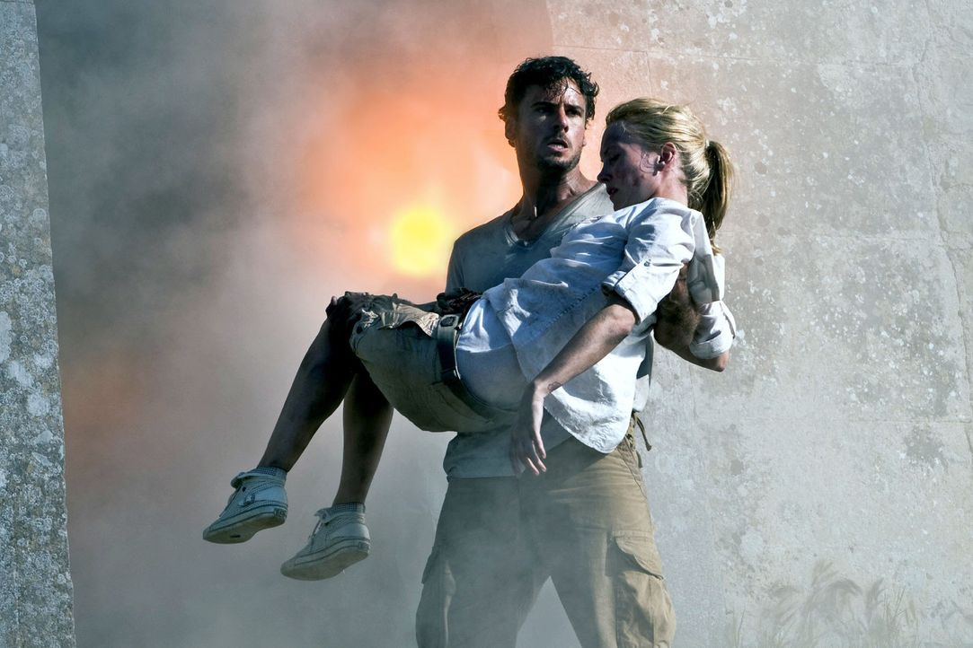 Karla (Janin Reinhardt, r.) und Ben (Stephan Luca, l.) geraten in höchste Gefahr ... - Bildquelle: Olaf R. Benold Sat.1