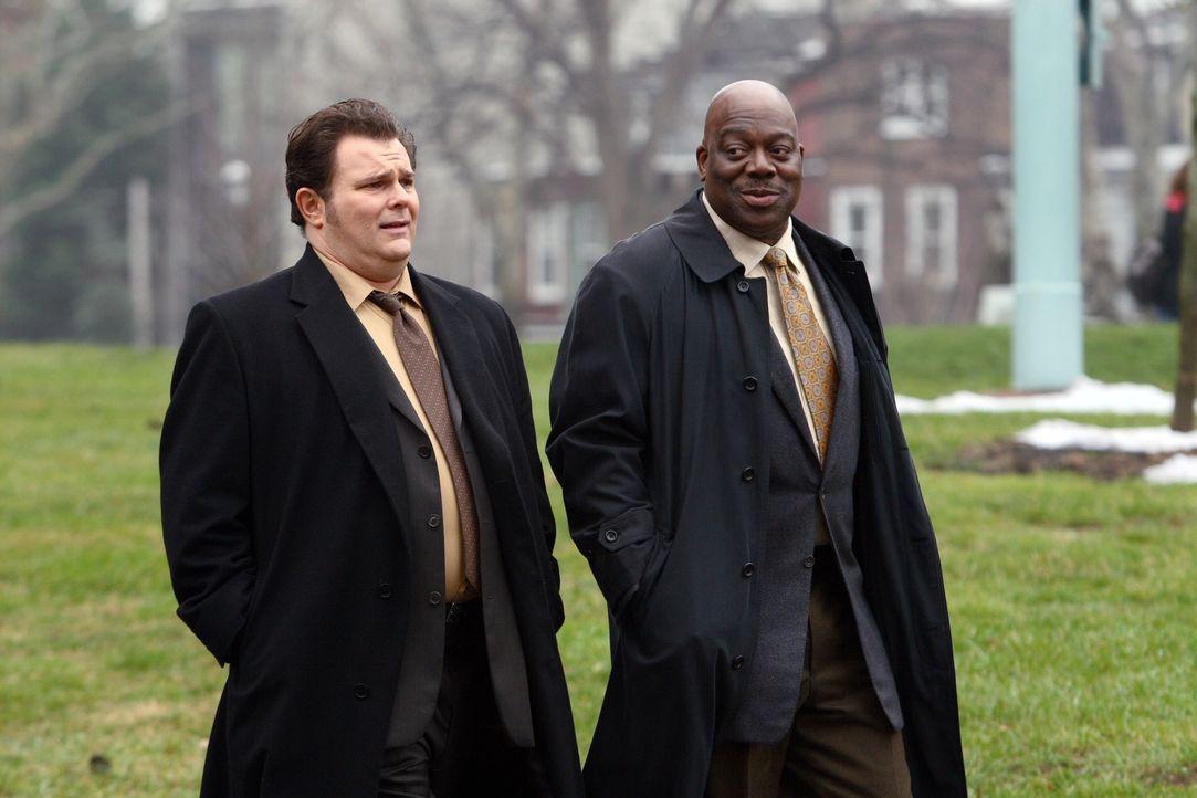 Nick Vera (Jeremy Ratchford, l.) und Will Jeffries (Thom Barry, r.) arbeiten an einem neuen Fall ... - Bildquelle: Warner Bros. Television