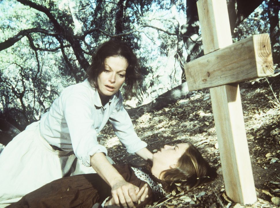 Laura (Melissa Gilbert, r.) hat versucht, durch einen Trick der Gefangenschaft von Mrs. Taylor (Corinne Michaels, l.) zu entkommen. Doch diese hat s... - Bildquelle: Worldvision