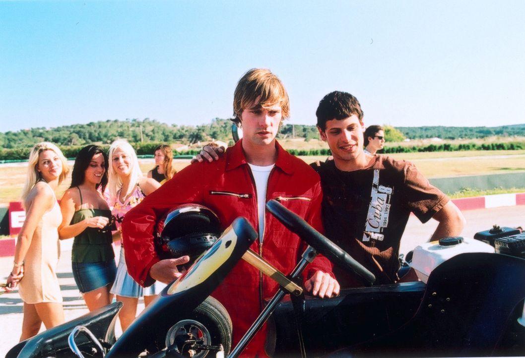 """Unfreiwillige Teilnehmer am """"Mister Ibiza-Wettbewerb"""": Daniel (Matthias Schloo, l.) und Mark (Manuel Cortez, r.) ... - Bildquelle: Lucia Fuster ProSieben"""