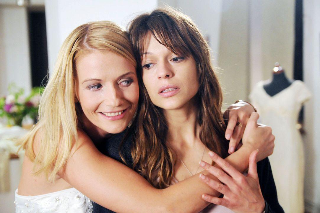 Karen (Suzan Anbeh, r.) kämpft um die Freundschaft mit ihrer besten Freundin Marie (Doreen Jacobi, l.) ... - Bildquelle: Aki Pfeiffer Sat.1