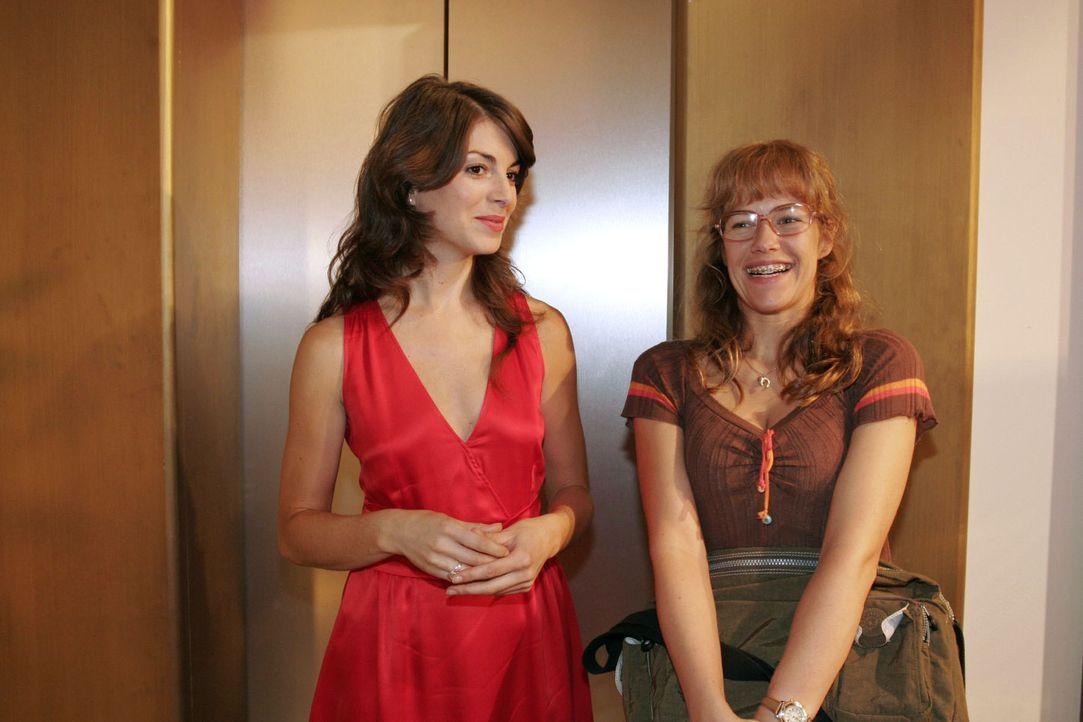 Beide ein bisschen klüger, gehen Lisa (Alexandra Neldel, r.) und Mariella (Bianca Hein, l.) gleichzeitig einen Schritt aufeinander zu. (Dieses Foto... - Bildquelle: Noreen Flynn Sat.1