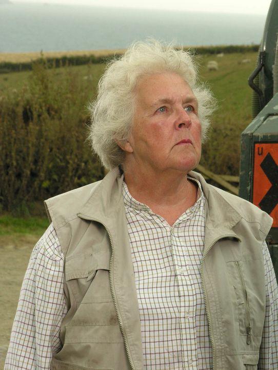 Muss schon bald ihrem Nachbarn das Leben retten, obwohl er ziemlich unangenehm ist: Tante Joan (Stephanie Cole) ... - Bildquelle: BUFFALO PICTURES/ITV