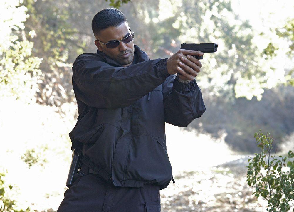 Agent Derek Morgan (Shemar Moore) und seine Kollegen versuchen in der Kleinstadt McAllister einem Mord aufzuklären ... - Bildquelle: 2005 CBS BROADCASTING INC. All Rights Reserved.