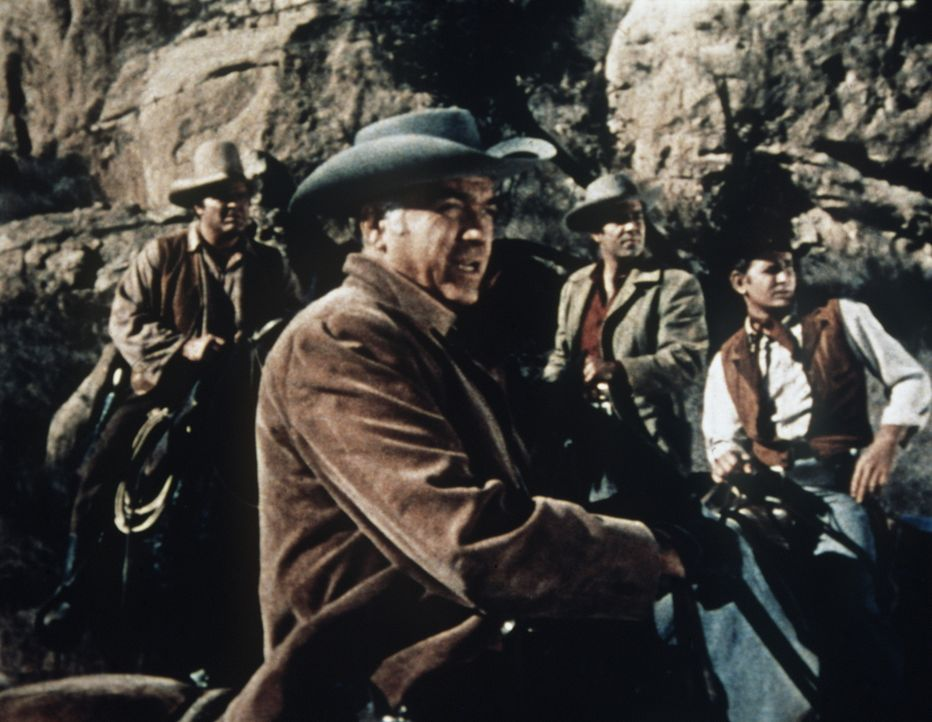 Ben Cartwright (Lorne Greene) ist auf dem Heimweg zur Ponderosa, als er von Banditen gefangen genommen wird. Die Bande fordert 100.000 Dollar Lösege... - Bildquelle: Paramount Pictures