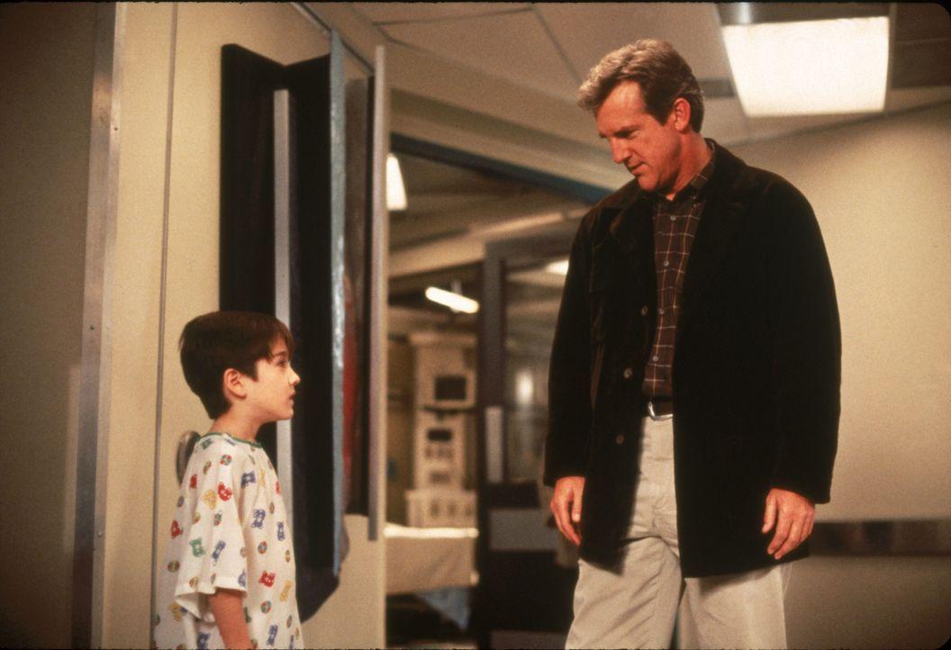Sam Tate (Andrew J. Ferchland, l.); Dr. John Sutton (Jamey Sheridan, r.) - Bildquelle: 1996 Twentieth Century Fox Film Corporation.  All rights reserved.