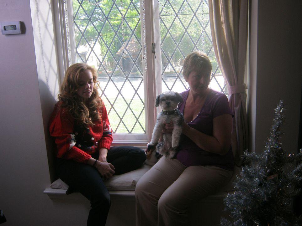 Tracy (l.) ist eine fröhliche Krankenschwester, die immer darum bemüht ist, Menschen in Not zu helfen, doch dann trifft sie auf einen jungen Vater,... - Bildquelle: Kate Findlay-Shirras Atlas Media, 2011 / Kate Findlay-Shirras