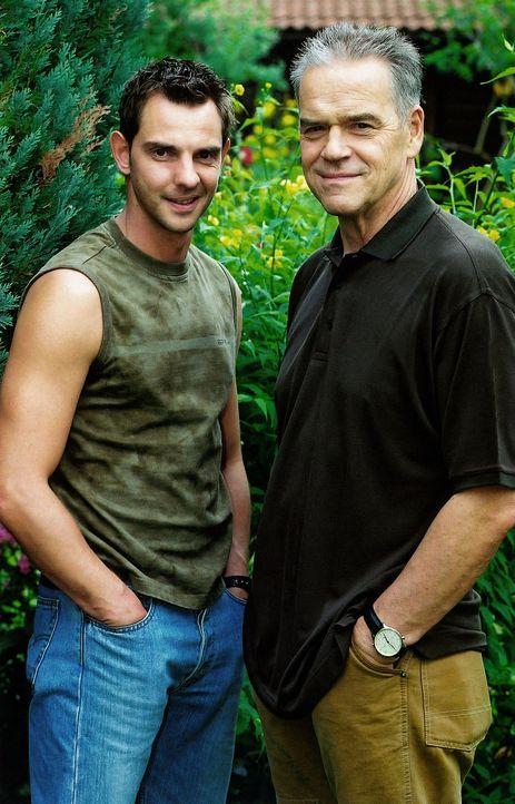Hauptkommissar Wolff (Jürgen Heinrich, r.) und Tom Borkmann (Steven Merting, l.) - Bildquelle: Claudius Pflug Sat.1