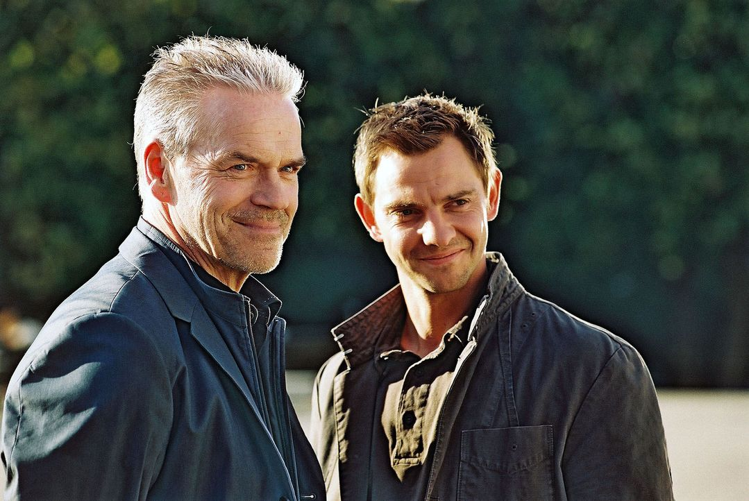 Kommissar Wolff (Jürgen Heinrich, l.) und Tom Borkmann (Steven Merting, r.) sind ein starkes Team. - Bildquelle: Claudius Pflug Sat.1