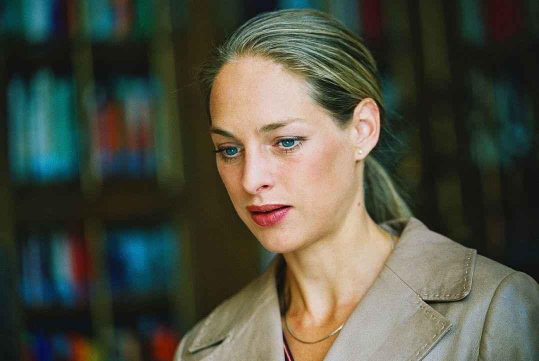 Katrin (Sophie von Kessel) ist verwirrt wegen ihrer Gefühle für eine andere Frau. - Bildquelle: Christian A. Rieger Sat.1