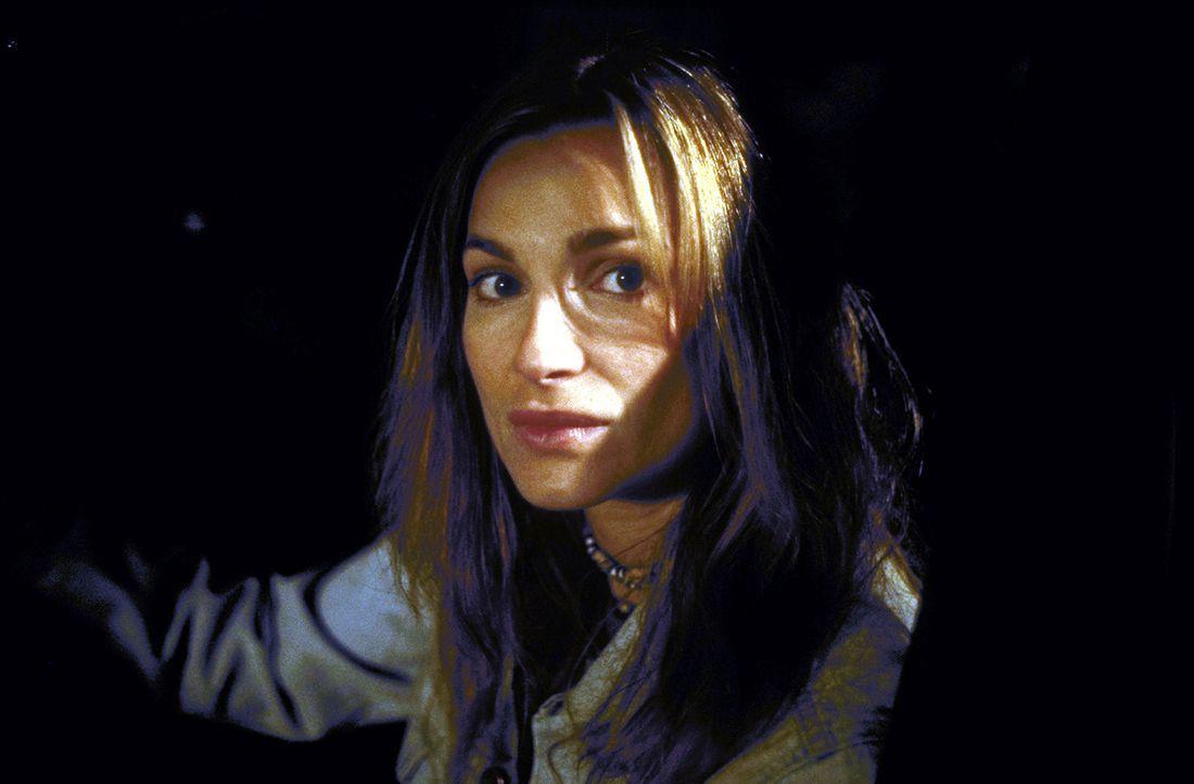 """Für Corinna (Alexandra Kamp) ist der Sieg in dem Internet-Spiel """"Thrill"""" zum Greifen nahe. Nur noch ein Mitspieler ist im Rennen - doch dieser ist z... - Bildquelle: Leslie Haslam ProSieben"""