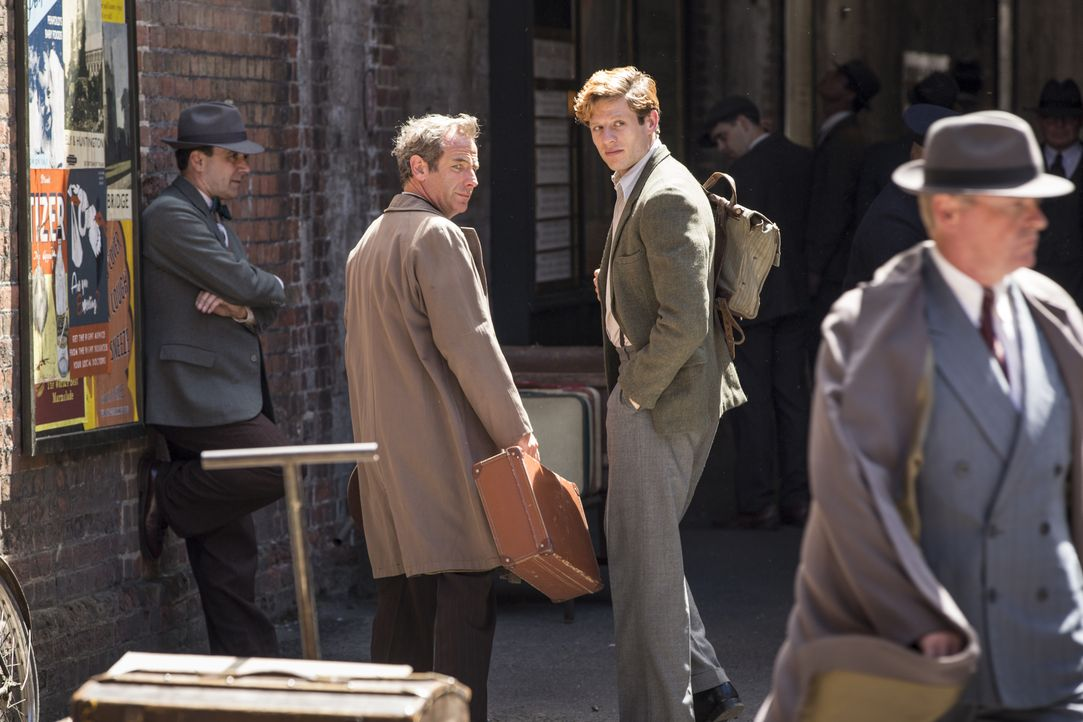 Geordie Keating (Robson Green, l.); Sidney Chambers (James Norton, r.) - Bildquelle: Colin Hutton LOVELY DAY PRODUCTION / ITV / Colin Hutton