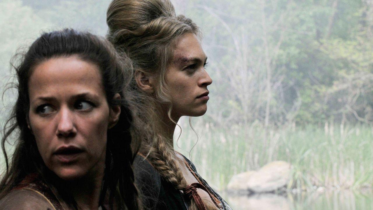 Niemand will Marie (Alexandra Neldel, l.) glauben, als sie in der machtgierigen Mätresse des Königs, Hulda von Hettenheim (Julie Engelbrecht, r.), d... - Bildquelle: Jiri Hanzl SAT.1