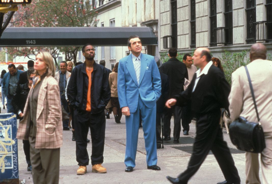 In Begleitung seines Todesengel (Chazz Palminteri, r.), kommt Lance (Chris Rock, l.) zurück auf die Erde ... - Bildquelle: Paramount Pictures
