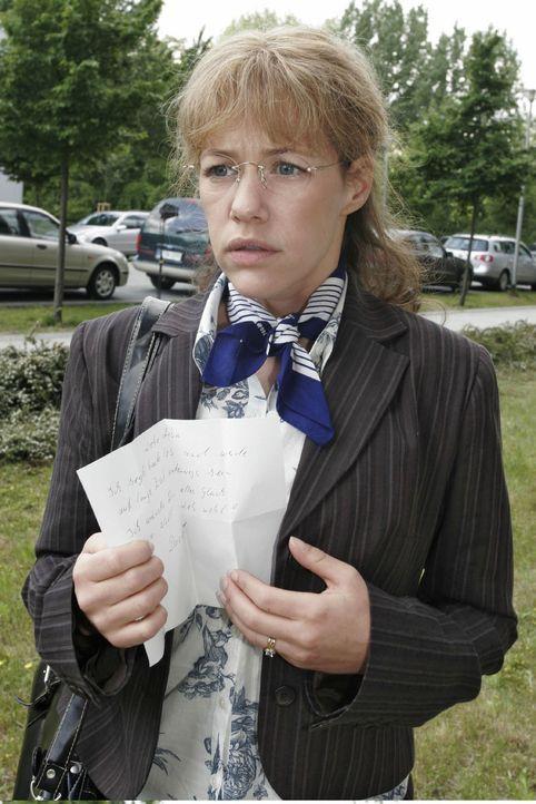 Als Lisa (Alexandra Neldel) den kurzen Abschiedsbrief von David findet, versteht sie die Welt nicht mehr. (Dieses Foto von Alexandra Neldel darf nur... - Bildquelle: Noreen Flynn Sat.1