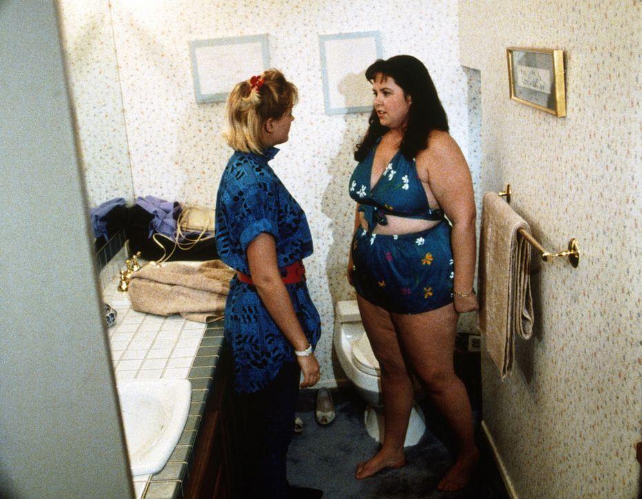 Jenny (Judy Carmen, r.) wird von ihren Mitschülerinnen ein böser Streich gespielt. - Bildquelle: Worldvision Enterprises, Inc.