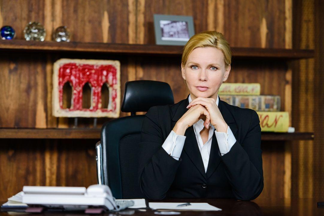 Work-Live-Balance ist für sie ein Fremdwort, ihr Privatleben opfert sie vollständig ihrem Arbeitsleben, bis die Kanzlerin Anna Bremer (Veronica Ferr... - Bildquelle: Stefan Erhard SAT. 1
