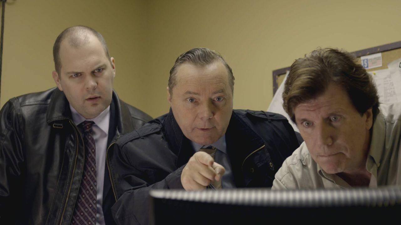 Detective Jeremey Winters (l.); Captain Roger Cox (M.) - Bildquelle: Ian Watson Arrow International Media/Saloon Media Inc / Ian Watson