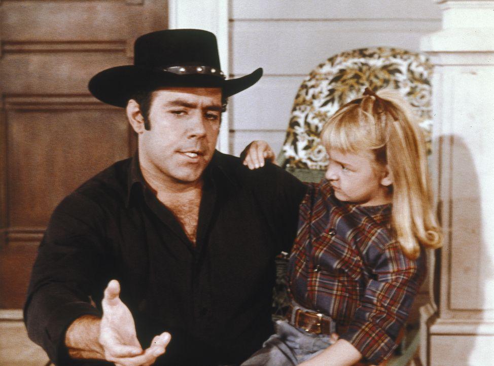 Adam (Pernell Roberts, l.) hat sich in die Witwe Laura Dayton verliebt, doch die junge Frau schenkt ihr Herz an einen Fremden - mit fatalen Folgen ... - Bildquelle: Paramount Pictures