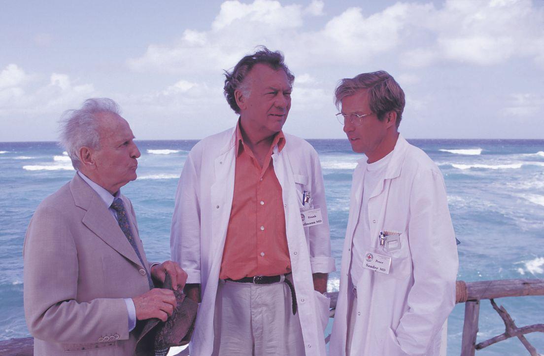 (v.l.n.r.) Walter Sobotzik (Georg Thomalla); Dr. Frank Hofmann (Klausjürgen Wussow); Dr. Peter Sander (Michael Lesch) - Bildquelle: Lisa Film