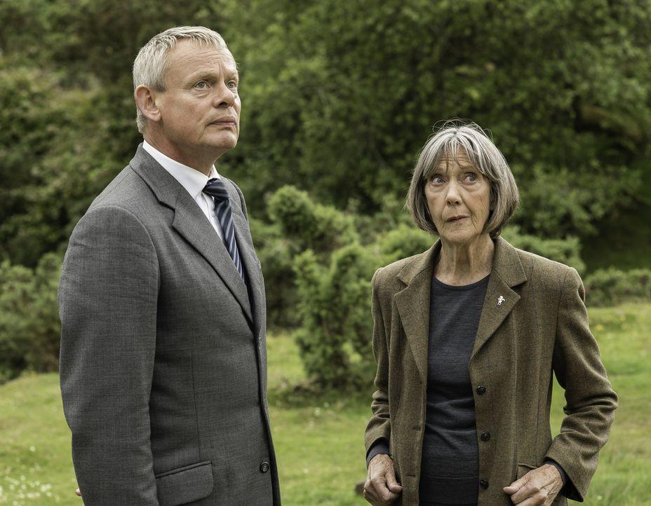 (7. Staffel) - Tante Ruth (Eileen Atkins, r.) kann nicht länger zusehen, wie ihr Neffe Martin (Martin Clunes, l.) seine Ehe und sein berufliches Wei... - Bildquelle: Neil Genower IN LETZTER MINUTE