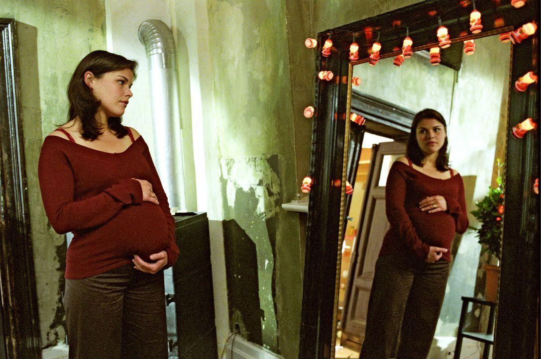 Pia (Katharina Wackernagel) wünscht sich sehnlichst ein Baby ... - Bildquelle: Noreen Flynn Sat.1