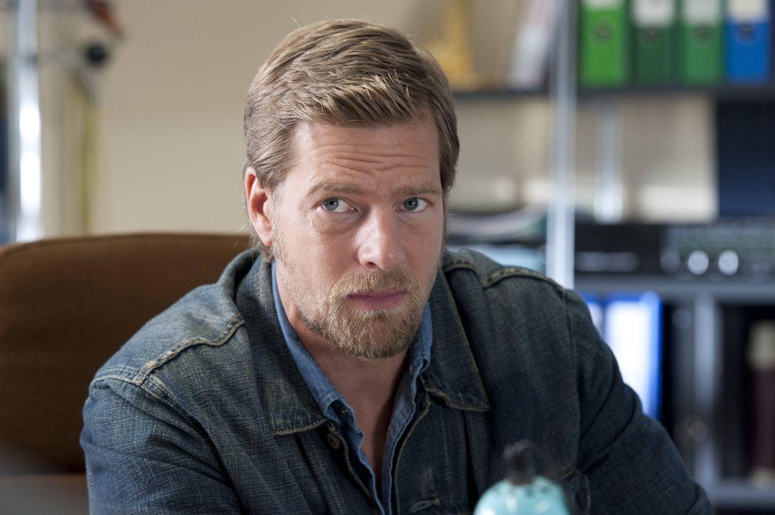 (3. Staffel) - Mick Brisgau (Henning Baum) bekommt einen Nebenbuhler in der Gunst um Tanja und eine neue attraktive Kollegin ... - Bildquelle: Martin Rottenkolber SAT.1 / Martin Rottenkolber
