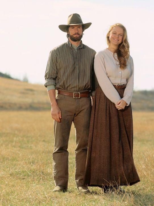 Sind überglücklich, endlich ein neues Zuhause gefunden zu haben: Charles Ingalls (Cameron Bancroft, l.) und seine Frau Caroline (Erin Cottrell, r.) - Bildquelle: ABC, Inc.