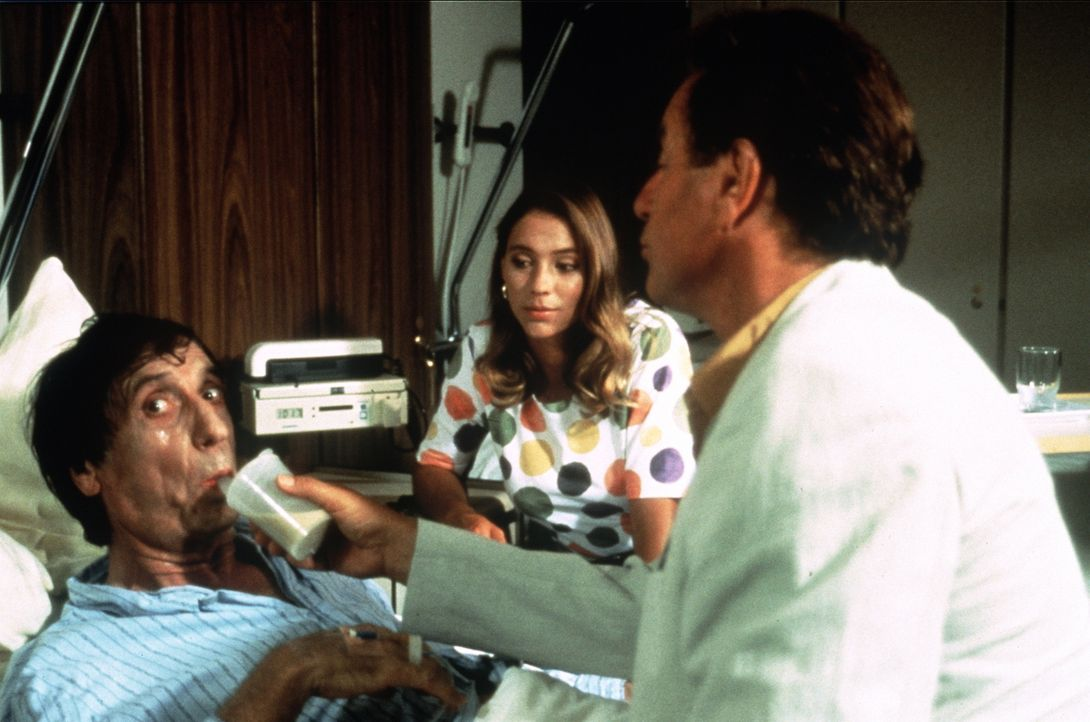 (v.l.n.r.) Herrn Konrad (Herbert Fux); Traudl (Carin C. Tietze); Dr. Thomas Burgner (Gerhart Lippert, r.) - Bildquelle: Beta Film GmbH