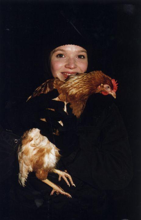 Gemeinsam mit Chris' Freunden macht sich Prinzessin Sophia (Karoline Herfurth) auf, ein Huhn aus einer Legebatterie zu befreien ... - Bildquelle: Volker Roloff ProSieben