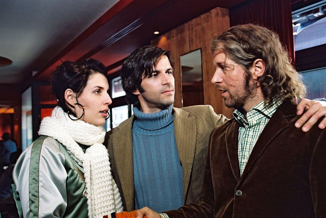 Daniel (Pasquale Aleardi, M.) macht seinen kauzigen Freund Gernot (Jochen Horst, r.) mit Annabelle (Elena Uhlig, l.) bekannt. Doch die beiden kennen... - Bildquelle: Gordon Mühle Sat.1