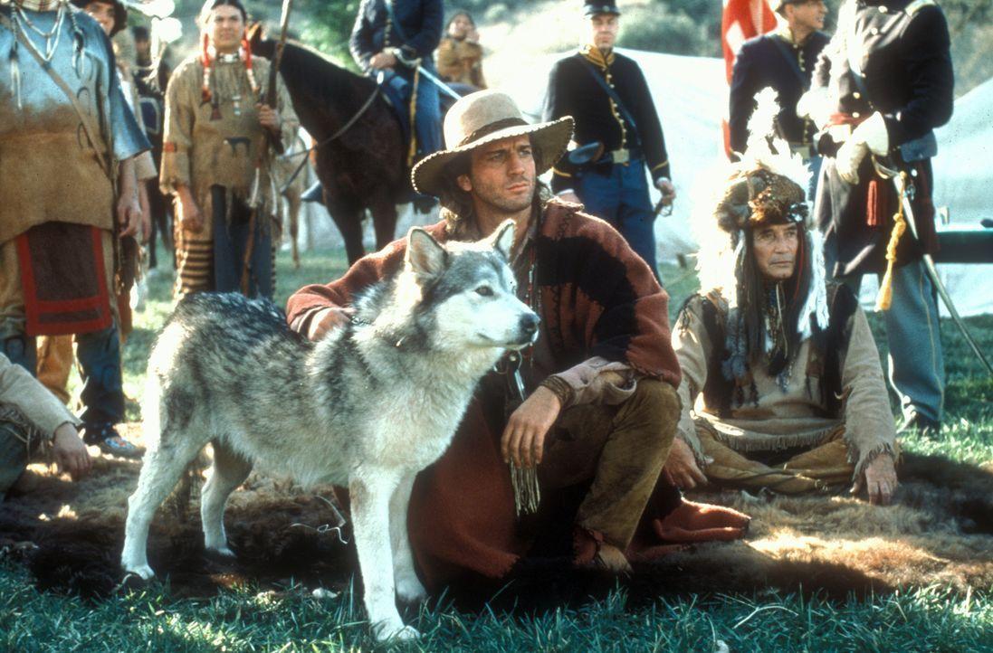 Immer wieder muss Byron Sully (Joe Lando, vorne l.) seinen indianischen Freunden beistehen, weil Colonel Chivington nach jedweden Gelegenheiten such... - Bildquelle: CBS Studios Inc. All Rights Reserved.