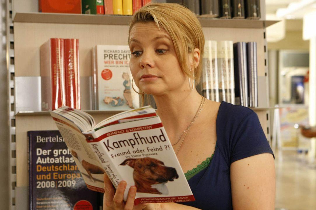 Kämpft mit allen Mitteln für ihre Mandanten: die ungewöhnlichste Rechtsanwältin von Köln Danni Lowinski (Annette Frier) ... - Bildquelle: Frank Dicks SAT.1