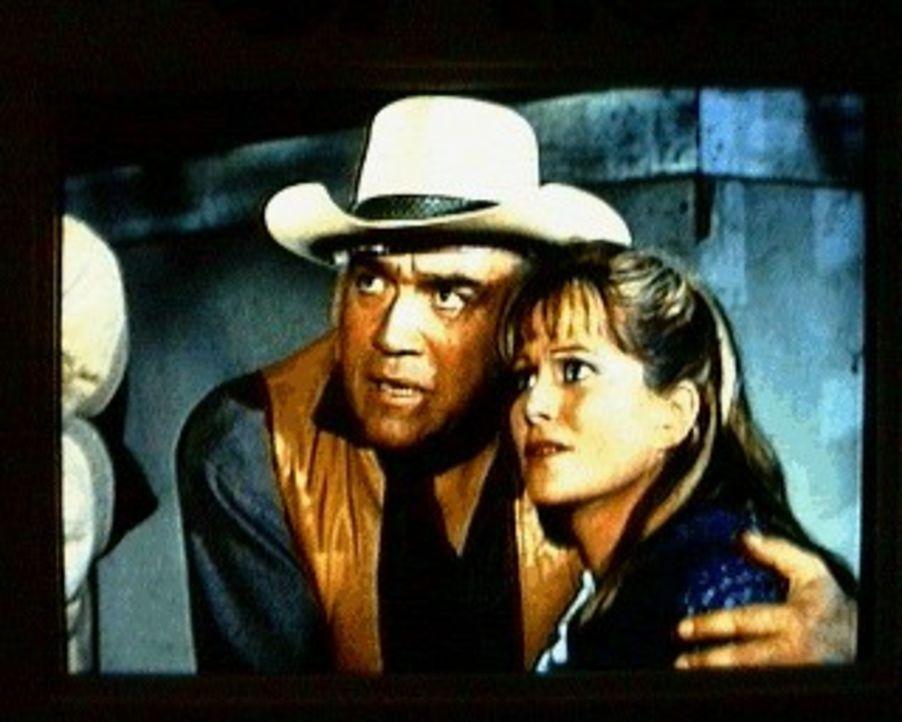 Als bei einer Schießerei der Hilfssheriff erschossen wird, dreht Sheriff Paul Rowen durch und schießt wild um sich. Ben (Lorne Green, l.) und Cather... - Bildquelle: Paramount Pictures