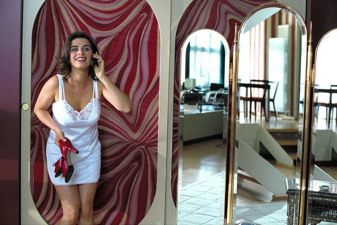 Dem ersten Date mit dem vermeintlichen Italiener fiebert Lilian (Anne Brendler) nervös entgegen. Was soll sie anziehen? - Bildquelle: Stefan Erhard ProSieben