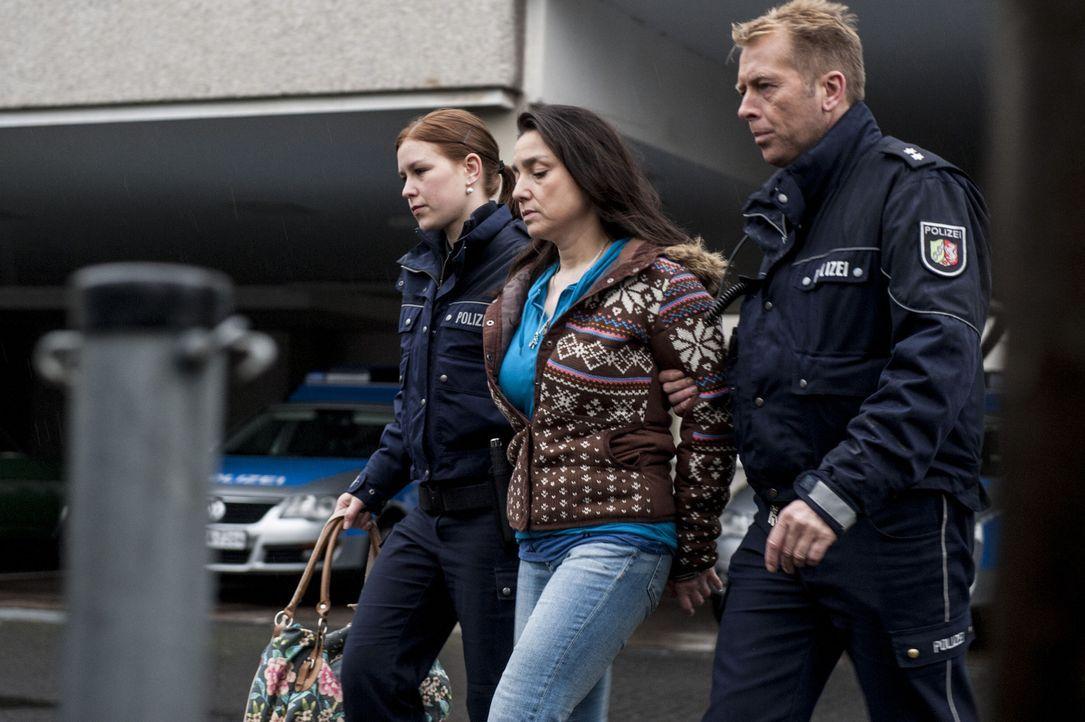 Wird des Mordes beschuldigt: Uschi (Tatjana Clasing, M.) ... - Bildquelle: Martin Rottenkolber SAT.1 / Martin Rottenkolber