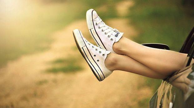 Glatte Beine bekommst du auch beim Epilieren, allerdings eignet sich diese Me...
