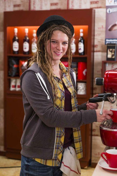 (5. Staffel) - Hat Beas Platz in der Kaffeebar eingenommen: Hashtag (Anjorka Strechel) ... - Bildquelle: Frank Dicks SAT. 1