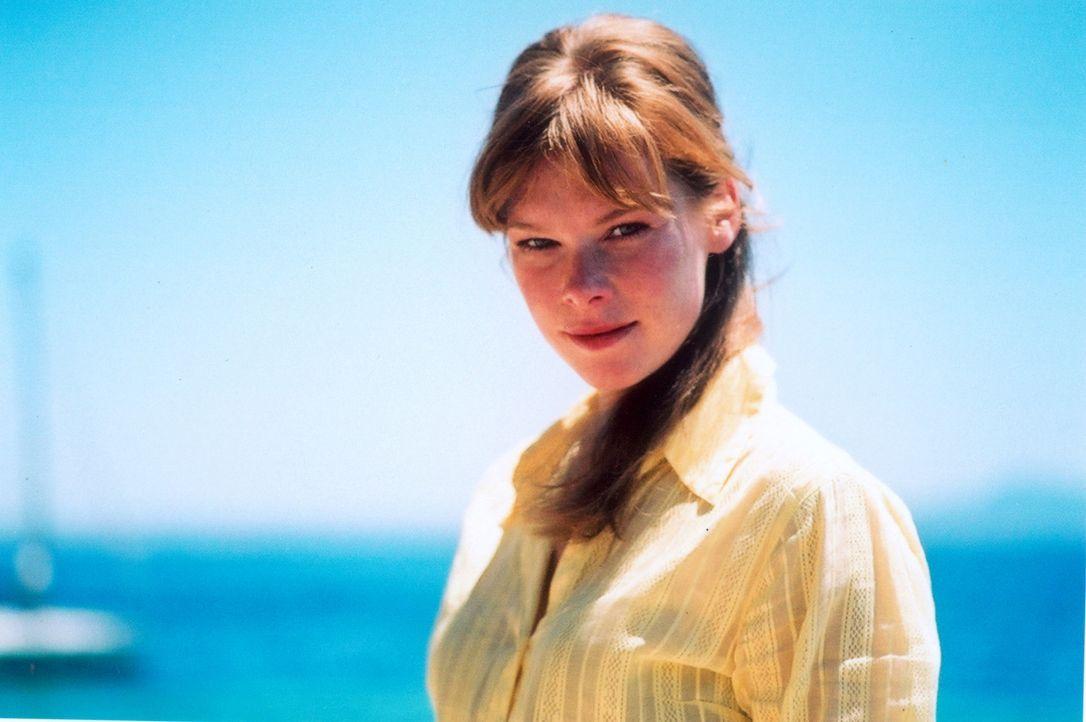 Der Freund macht Urlaub auf Ibiza. Da beschließt die liebenswerte Hanna (Christina Henny Reents), ihrem Freund einen Überraschungsbesuch abzustatten... - Bildquelle: Lucia Fuster ProSieben