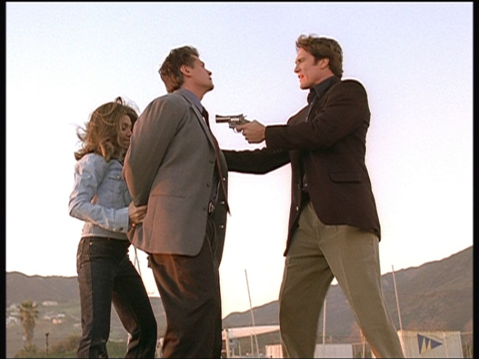 Steve (Barry Van Dyke, r.) und die Polizistin Patty nehmen Steves Vorgesetzten Lieutenant Cardinal fest, der in eine Schmiergeldaffäre verwickelt is... - Bildquelle: Viacom