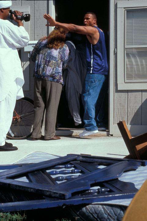 Die FBI Agenten wissen, dass ihnen nur eine Möglichkeit bleibt, die abscheulichen Verbrechen aufzuklären: Sie müssen einen der fanatischen Jünger Ya... - Bildquelle: New Dominion Pictures, LLC