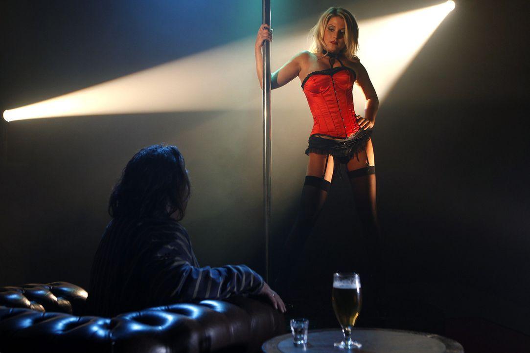 Lizzy (Jeanette Biedermann) ist ein ganz besonderes Callgirl. Sie durchschaut die Männer, erkennt ihre innersten Wünsche auf den ersten Blick und nu... - Bildquelle: Daniela Incoronato SAT.1