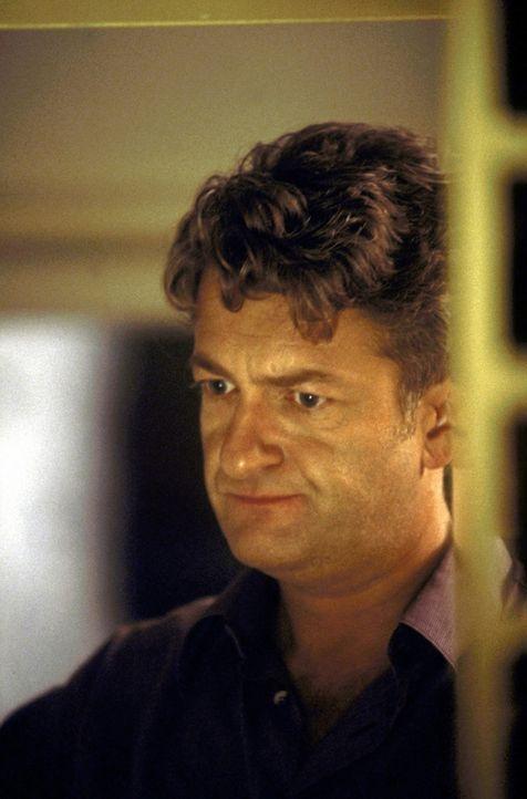 Nach 20 Jahren Ehe bekommt David Werner (Dominic Raacke) das Gefühl, etwas verpasst zu haben. Deshalb plant er einen Kurztrip in einen Single-Club a... - Bildquelle: Christel Becker-Rau ProSieben